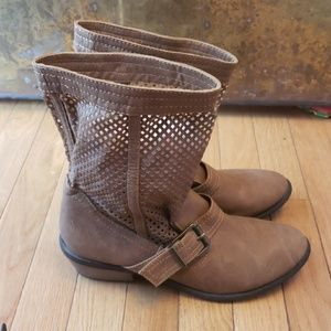 Restricted perforated Kingdom Leather tan booties